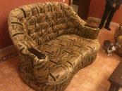 обшить кресло